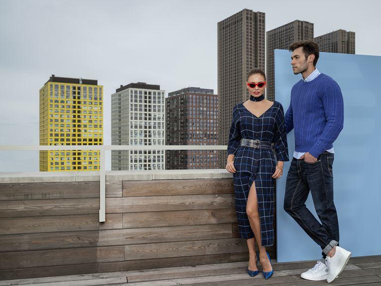 Коллекция BAON осень-зима 2018-2019 - клетчатое платье, синий свитер, джинсы