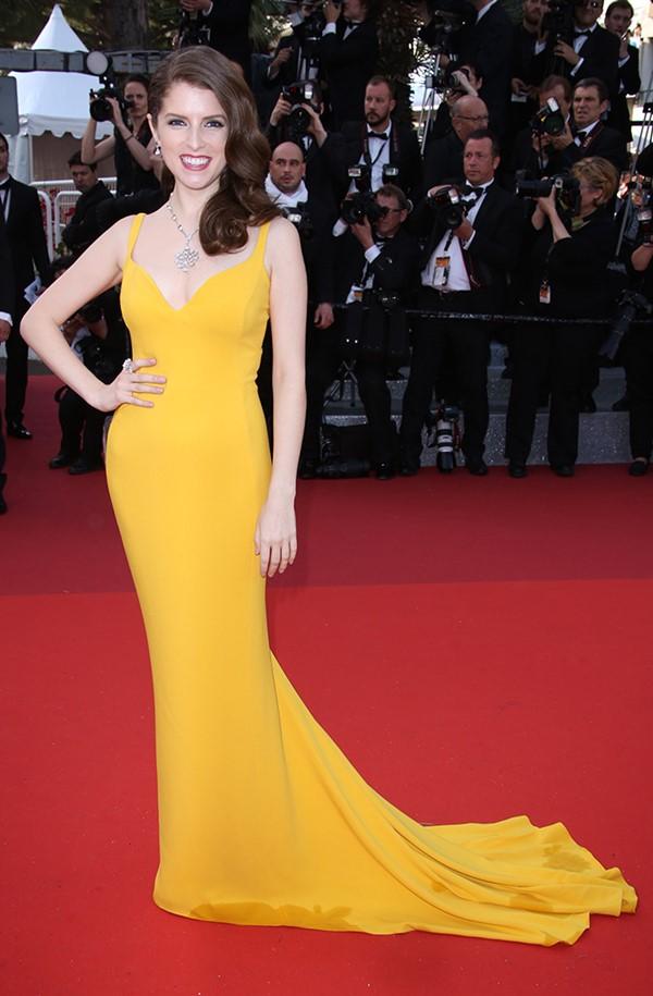 Жёлтые вечерние платья - Анна Кендрик