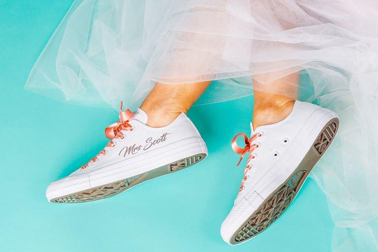 Новые и необычные тенденции свадебной моды 2019 - Свадебные кроссовки