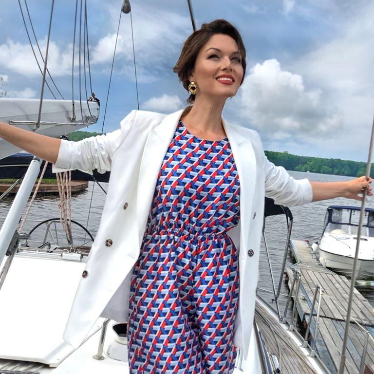 Фотосессия Юлии Такшиной в коллекции Villagi лето-2019 на яхте в Подмосковье - фото 1