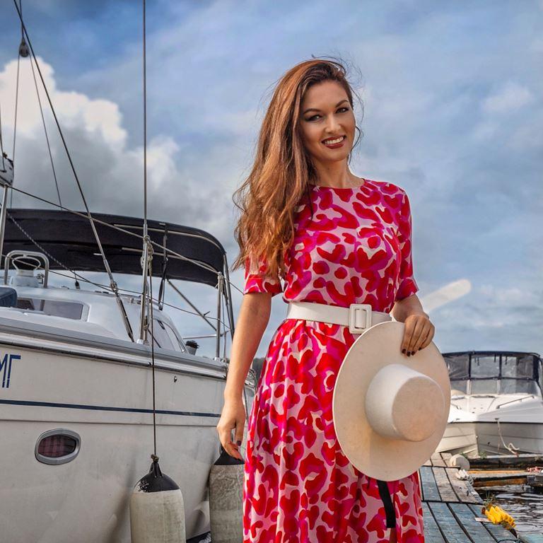 Фотосессия Юлии Такшиной в коллекции Villagi лето-2019 на яхте в Подмосковье - фото - 11
