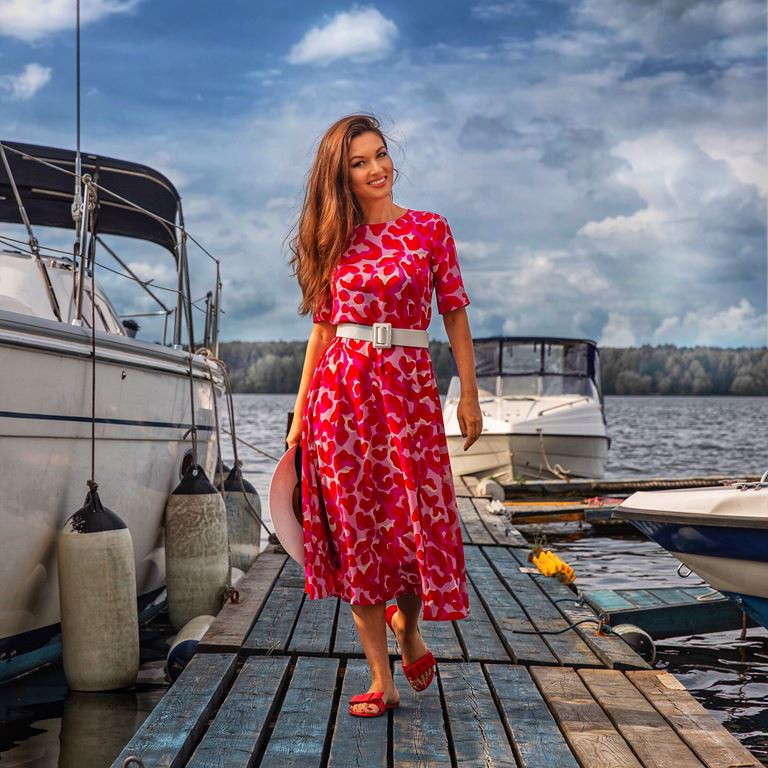 Фотосессия Юлии Такшиной в коллекции Villagi лето-2019 на яхте в Подмосковье - фото 12