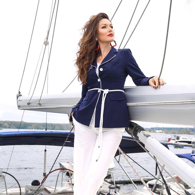 Фотосессия Юлии Такшиной в коллекции Villagi лето-2019 на яхте в Подмосковье - фото 14