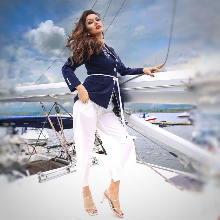 Фотосессия Юлии Такшиной в коллекции Villagi лето-2019 на яхте в Подмосковье - фото 3