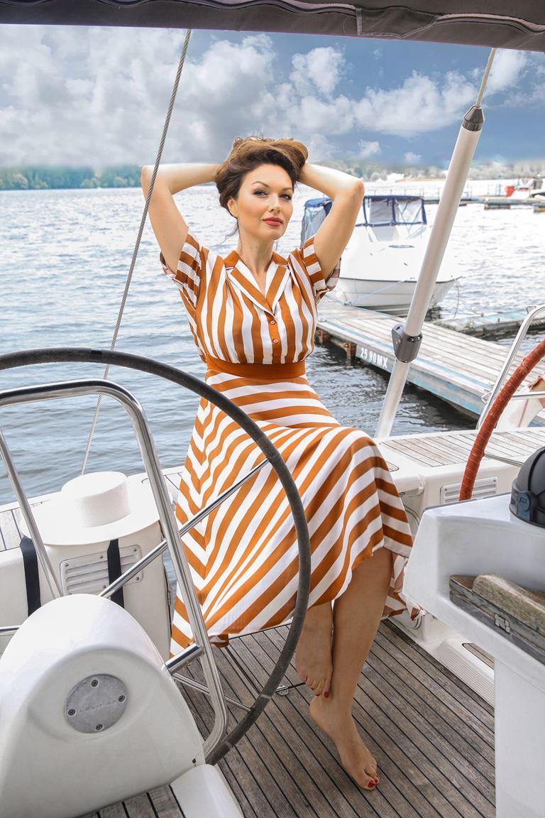 Фотосессия Юлии Такшиной в коллекции Villagi лето-2019 на яхте в Подмосковье - фото 4