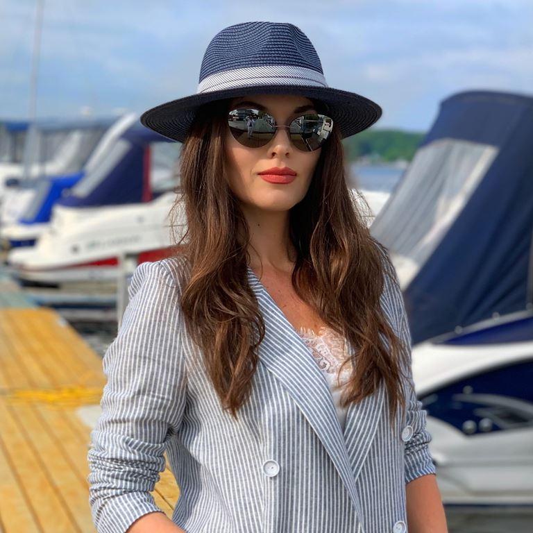 Фотосессия Юлии Такшиной в коллекции Villagi лето-2019 на яхте в Подмосковье - фото 6