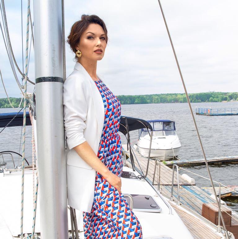 Фотосессия Юлии Такшиной в коллекции Villagi лето-2019 на яхте в Подмосковье - фото 8