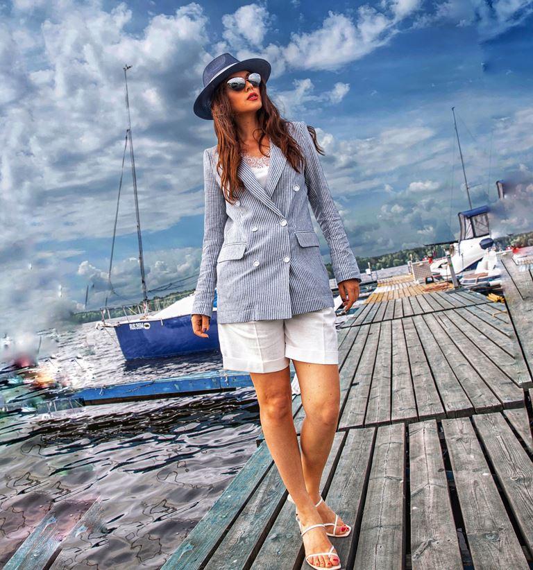 Фотосессия Юлии Такшиной в коллекции Villagi лето-2019 на яхте в Подмосковье - фото 9