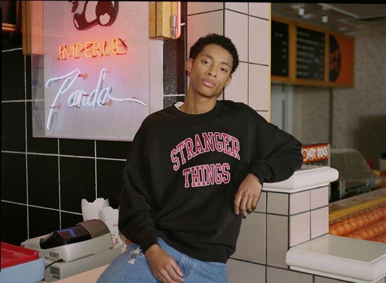 Футболки, толстовки, свитшоты, джинсы в коллекции Levi's x Stranger Things осень-зима 2019-2020 - фото 10