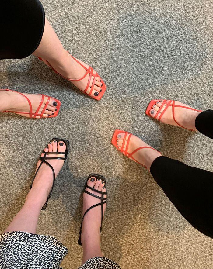 Самые популярные модные бренды и товары II квартала 2019 года - Cандалии Topshop Strippy