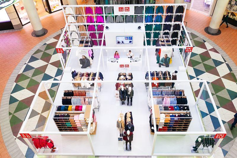 Три поп-ап магазина UNIQLO открылись в Москве - Поп-ап магазин UNIQLO в ТРК Атриум
