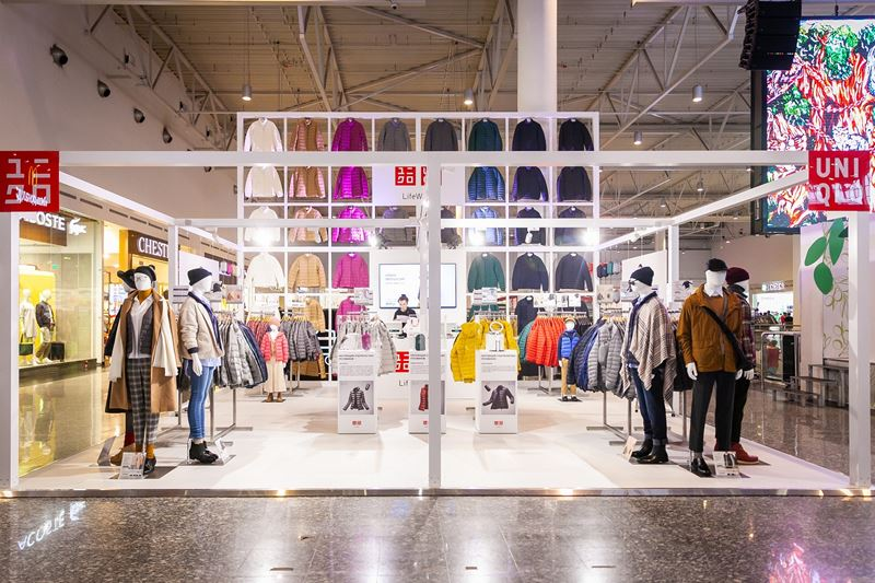 Три поп-ап магазина UNIQLO открылись в Москве - Поп-ап магазин UNIQLO в ТЦ МЕГА Белая Дача