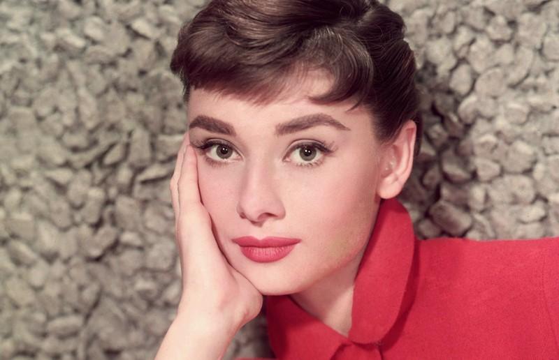 12 самых красивых знаменитых женщин-Тельцов - Одри Хепбёрн – Телец-Змея
