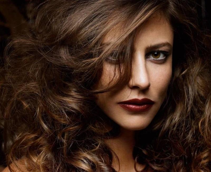 12 самых красивых знаменитых женщин-Тельцов - Анна Муглалис – Телец-Лошадь