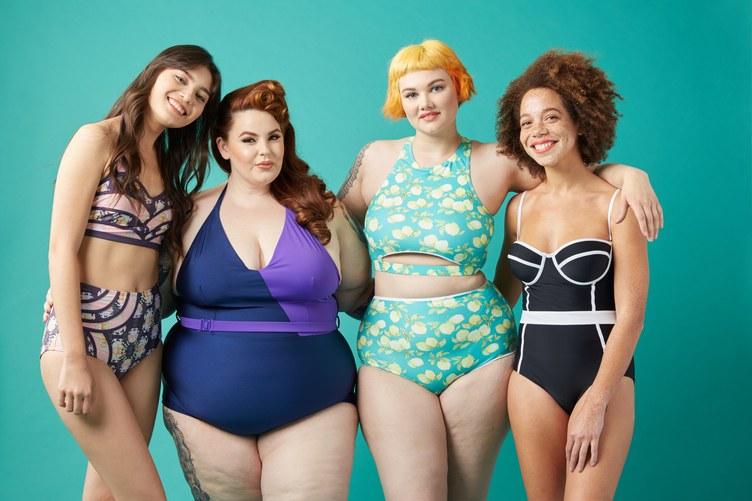 Как выглядят полные девушки-модели в купальниках - фото 1