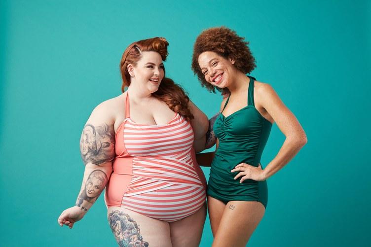 Как выглядят полные девушки-модели в купальниках - фото 2