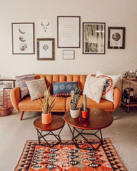 5 идей для оранжевого дивана в интерьере - Светлый интерьер с оранжевым акцентом
