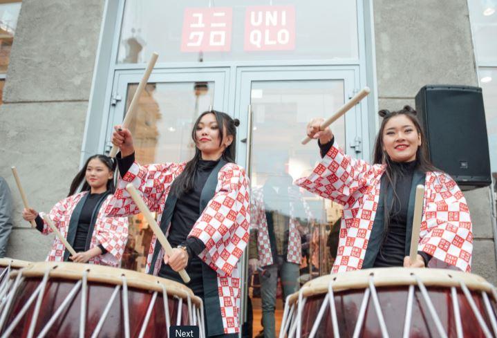 UNIQLO открыл первый в России магазин в формате стрит-ритейл в Санкт-Петербурге - фото 1