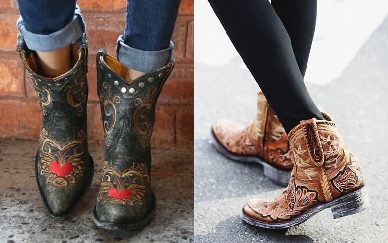 5 антитрендов в женской обуви 2020 - ковбойские сапоги со скошенным каблуком и острым мыском
