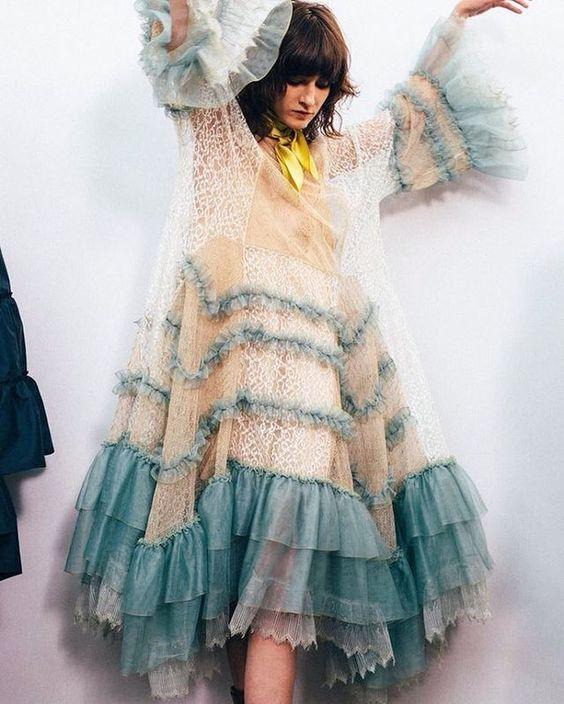 Летние платья с воланами - Многослойное платье оверсайз