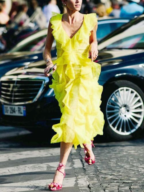 Летние платья с воланами - Сочное жёлтое платье без рукавов