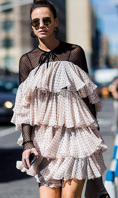 Летние платья с воланами - Коктейльное многоярусное мини-платье