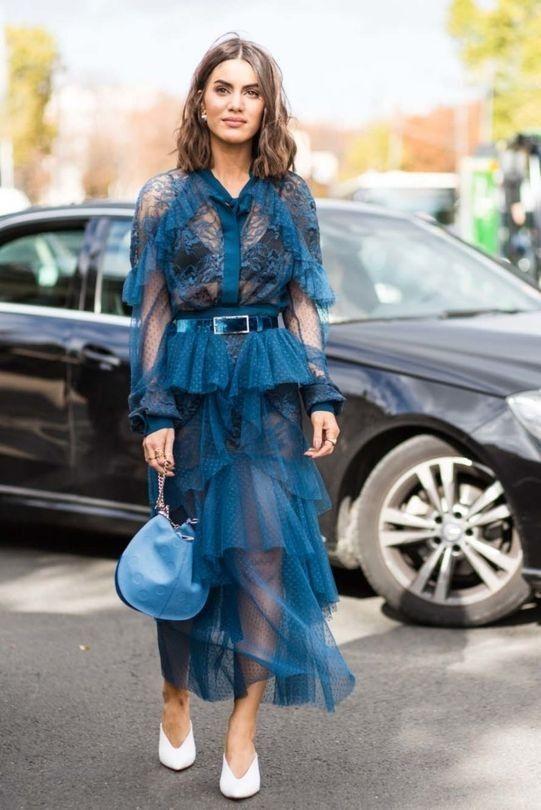 Летние платья с воланами - Прозрачное синее платье из тюля и кружева