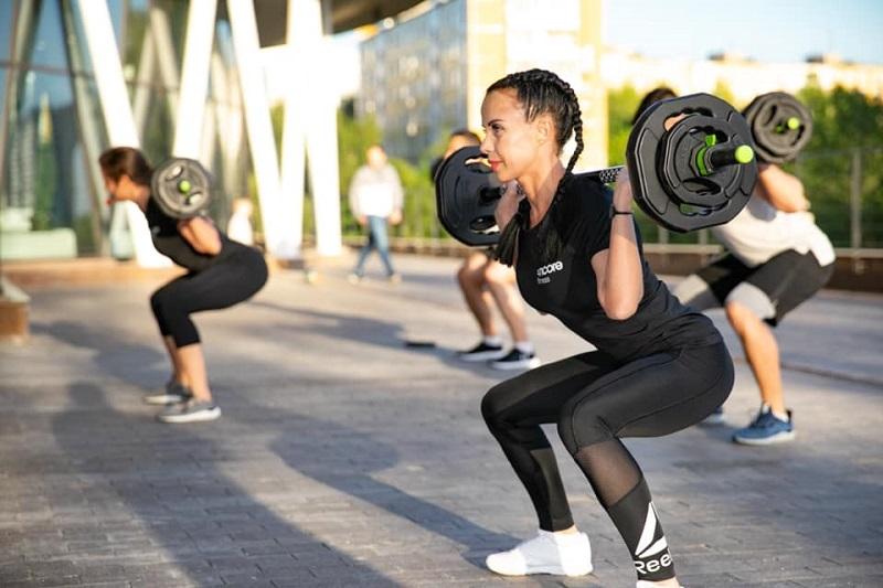 Фитнес на свежем воздухе: какие тренировки выбрать новичку?